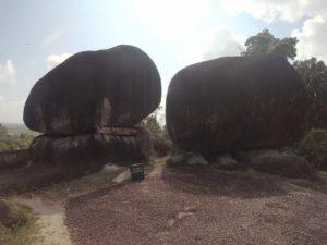 batu kembar Bukit Peramun