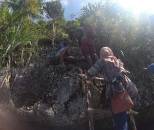 Tangga dari kapal ke puncak Wayaq