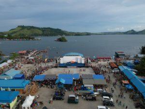 Festival Danau Sentani ketika masih siang belum terlalu ramai
